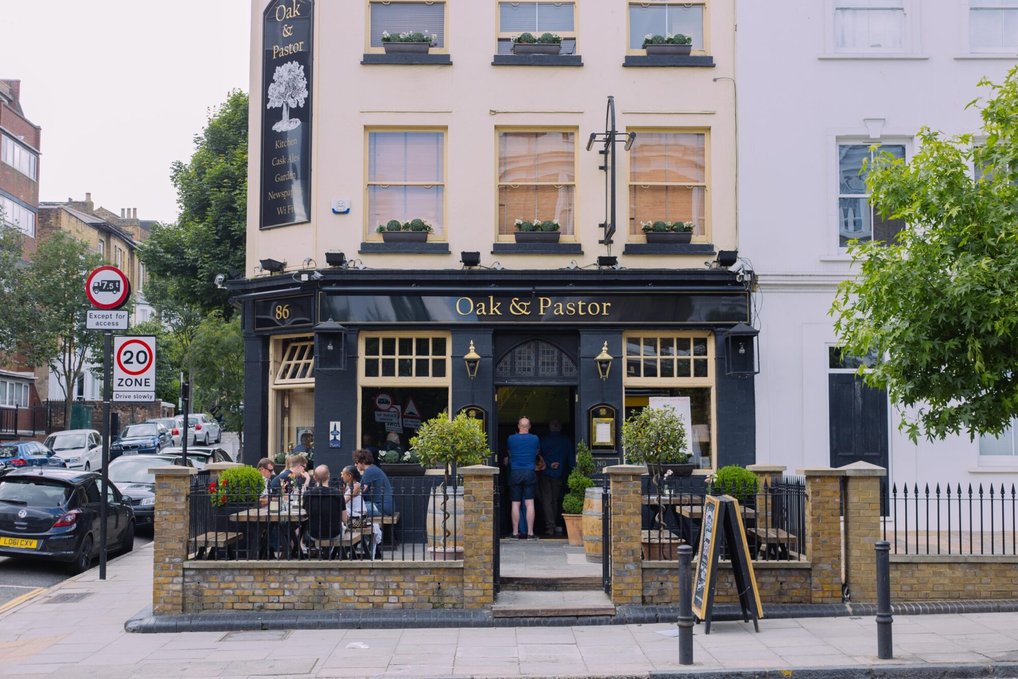 The exterior of the Oak & Pastor, a pub in Archway.