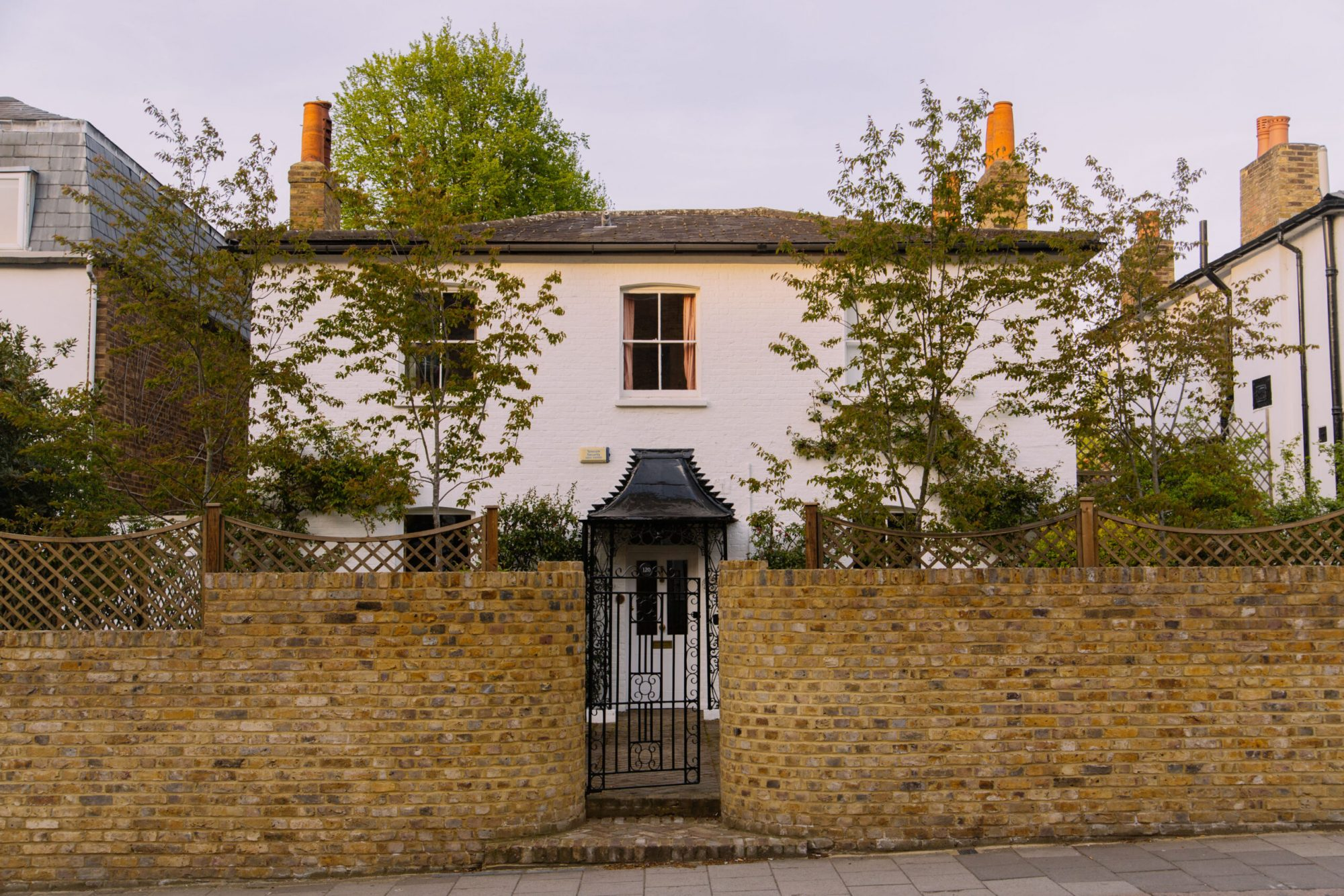 a picture of the exterior of a house in Islington